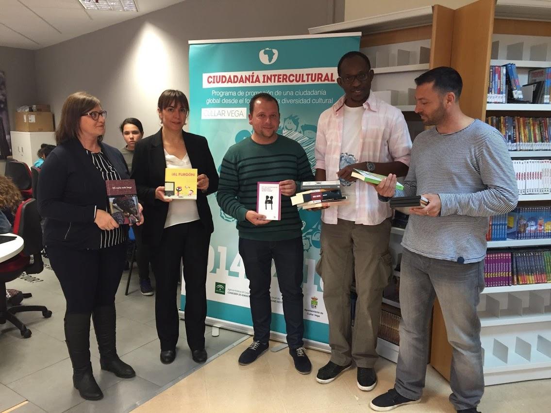 La Biblioteca recibe una donación de libros de Solidaridad Internacional