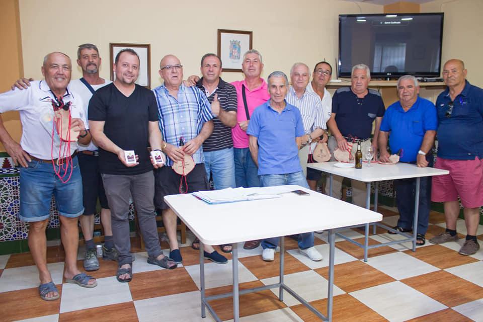 Cúllar Vega entrega los premios de la liga mundial de 'Pellejo', un popular juego de cartas que solo se practica en este municipio