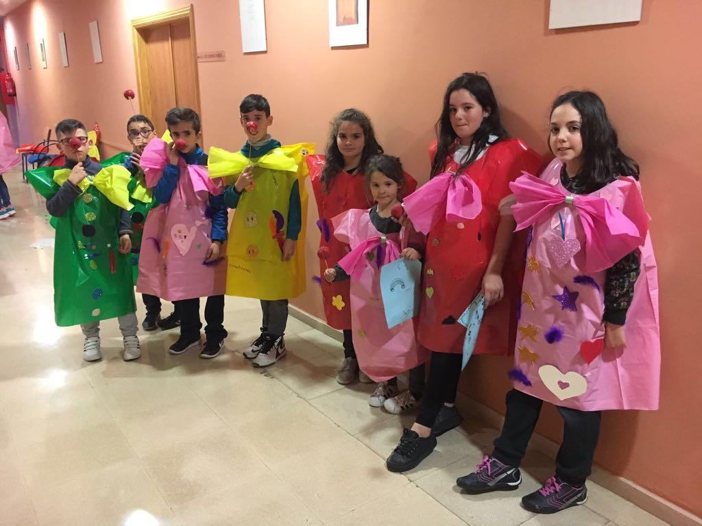 Cúllar Vega organiza un taller de máscaras de carnaval con materiales reciclados