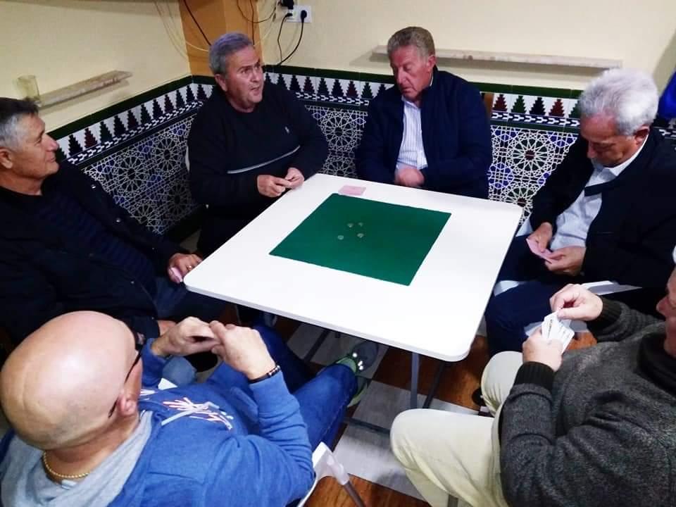 Cúllar Vega organiza una Liga Mundial de 'Pellejo', un popular juego de cartas que solo se practica allí