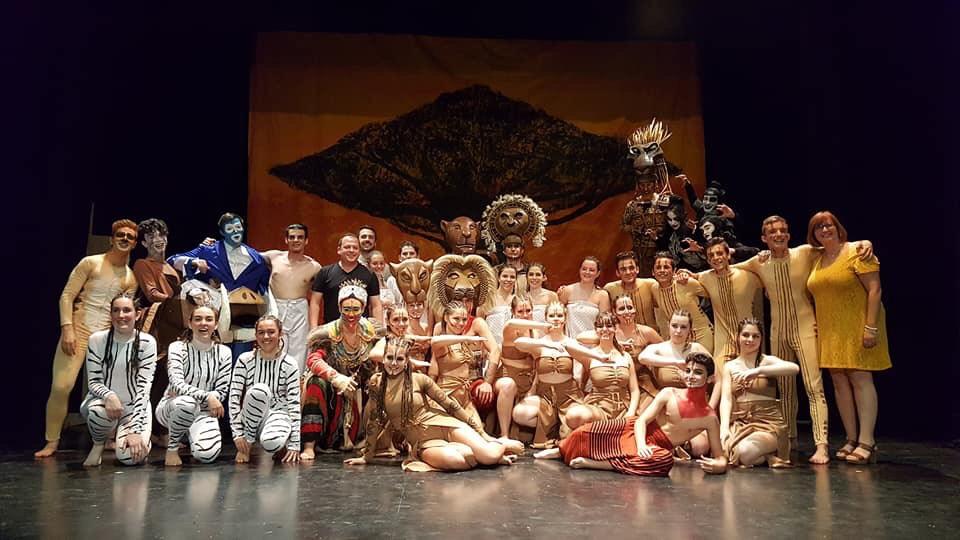 Jóvenes de Cúllar Vega llevan a escena el musical 'El Rey León' y agotan las entradas dos días  seguidos