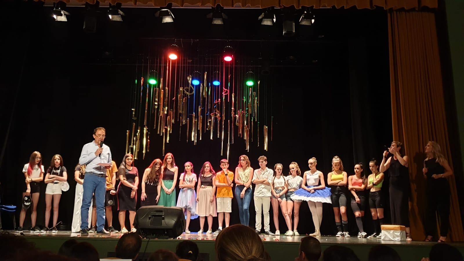 Un conjunto de baile moderno gana el I concurso de talentos del IES Arabuleila de Cúllar Vega