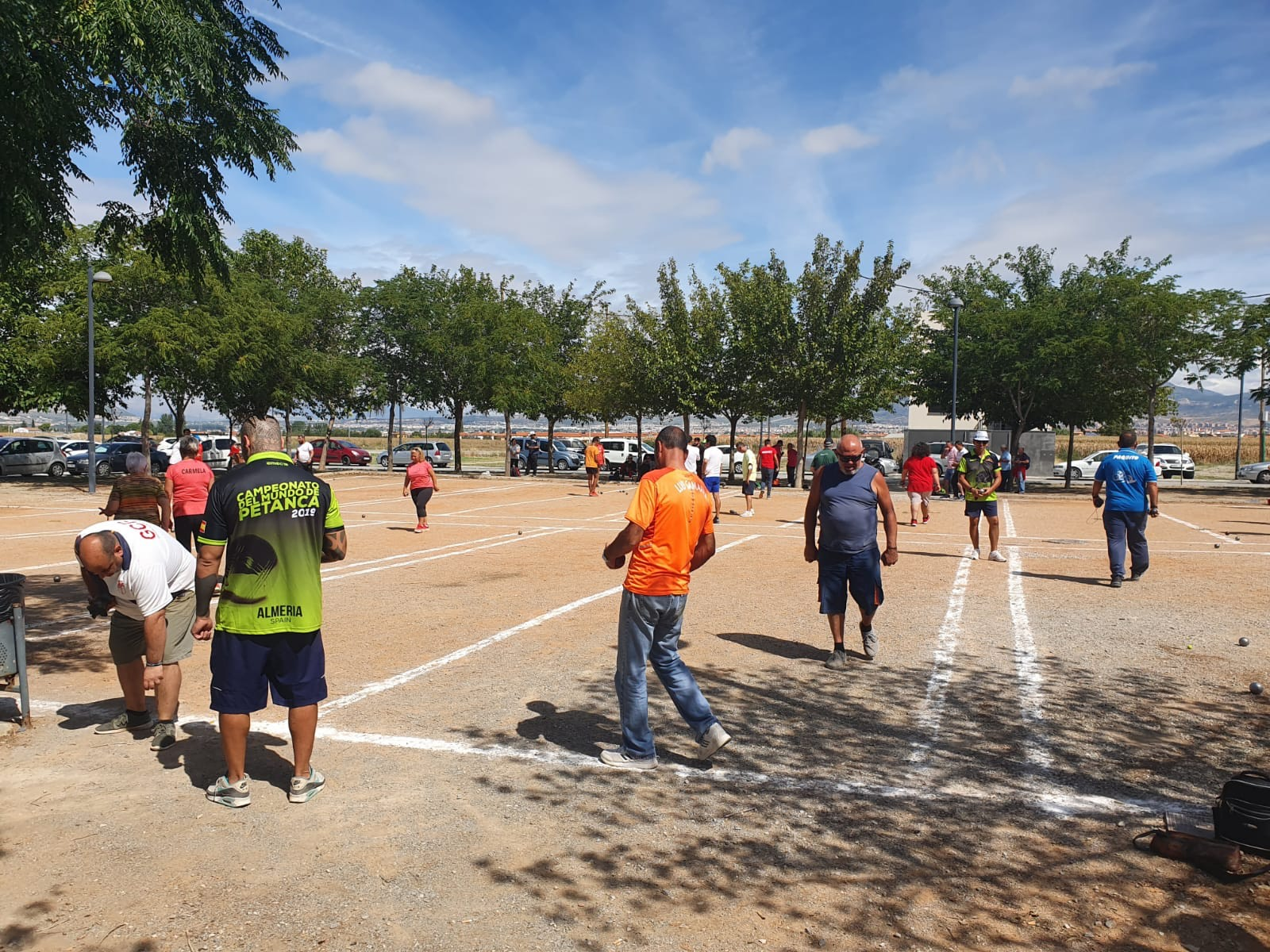 Más de 120 aficionados de cinco provincias participan en el XI Torneo de Petanca de Cúllar Vega