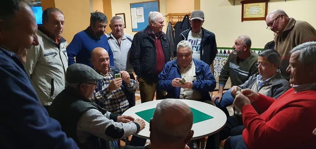 Cúllar Vega organiza su Liga Mundial de 'Pellejo', un popular juego de cartas que solo se practica allí