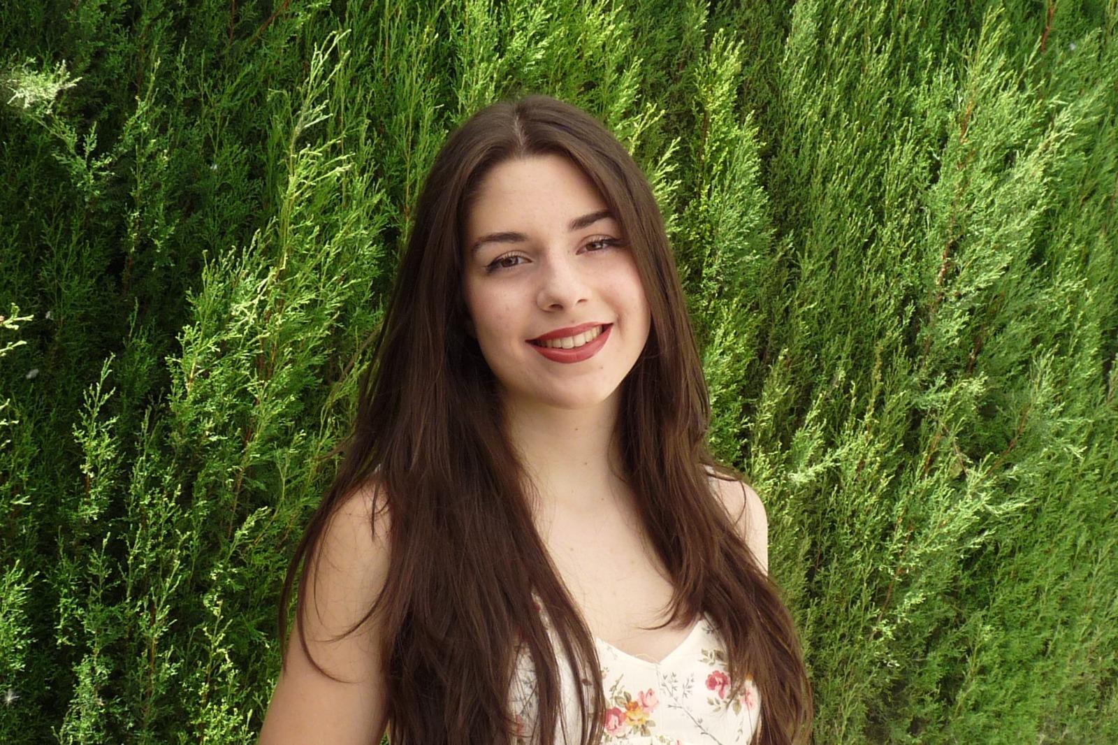 Cúllar Vega felicita a su vecina Minerva Bermúdez, alumna del IES Arabuleila con la mejor nota de Granada en la PEvAU