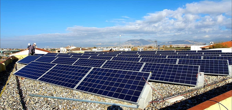 El Ayuntamiento de Cúllar Vega instala una planta fotovoltaica en el colegio Francisco Ayala