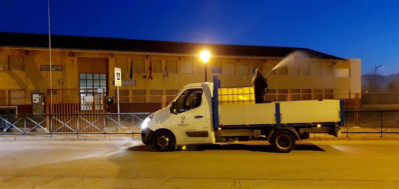 Cúllar Vega intensifica la desinfección de sus calles y edificios públicos para combatir la tercera ola de coronavirus