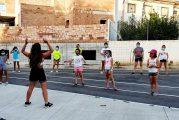 Los jóvenes de Cúllar Vega aprenden funky y hip-hop al aire libre en una 'masterclass' de danza urbana