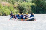 Cúllar Vega lleva a sus vecinos a la playa y a practicar rafting en el río Genil